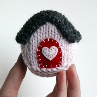 Pink_house_in_hand_1c_small2