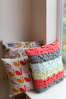 Insidecrochet-cushion-large-8180_small2