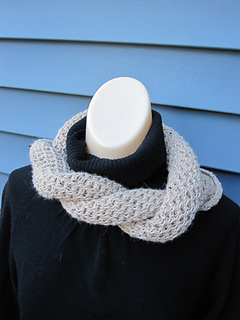 Honeycomb_mobius_cowl_small2