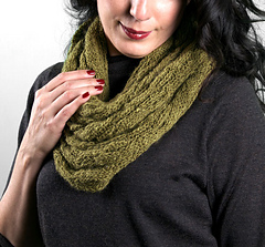 Scarves_goldfinchcowl1_small