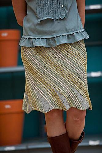 Vyazanaya yubka spicami i sumochka. . Вязаная юбка спицами и сумочка. . View