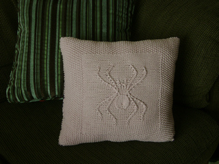 Spider_pillow2_small2