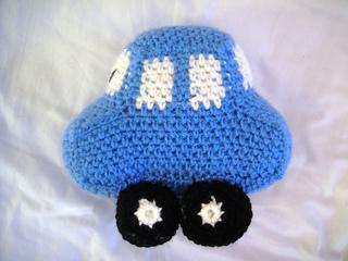 Blue_crochet_car_small2