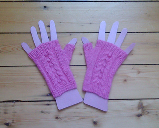 Cabled_mitts_001_small2