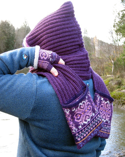 Lunaria_scarf_on_the_snoqualmie_029_small2