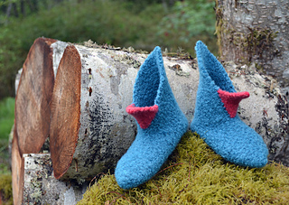 Beaked_felfen_moss_and_logs_small2