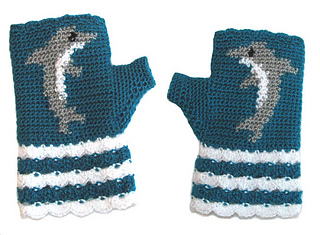 Rav_by_the_sea_mittens_small2
