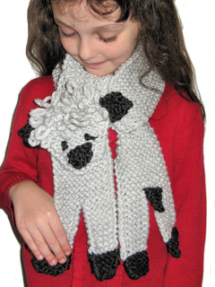 Little_lamb_scarf_modelled_small2