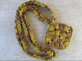 Holiday_gold_necklace5_small2