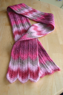 Simple_patterned_scarf_01_small2