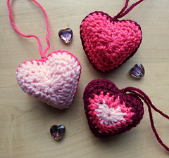 Hanging_hearts_043_small