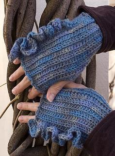 Ruffled-crochet-wristlet-for-rav_small2