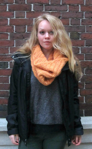 Herringbone_cowl_1_medium