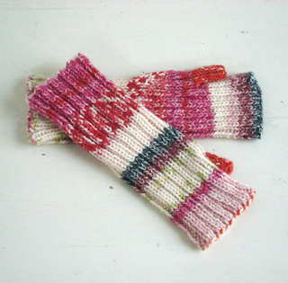 Stretchy_mitts_4_small2