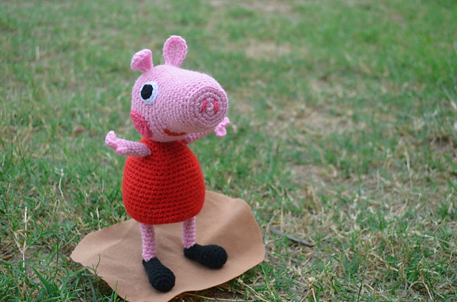 crochet amigurumi peppa pig in red dress