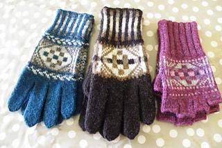 Shetlandhandknitter_-_noness_gloves_small2