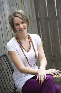 Crochet-ric-rac-rainbow-necklace_small2