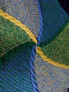 Hexagonal_baby_blanket_closeup_small2