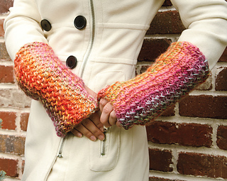 Knit_fingerless_gloves_7550_small2