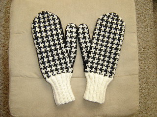 Houndstooth_mittens_-_5__640x480__small2