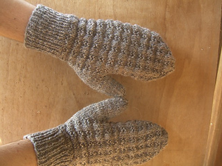 Mittens_with_wood_background_small2