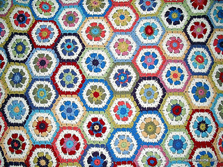 Flower-to-hexagon-blanket_small2
