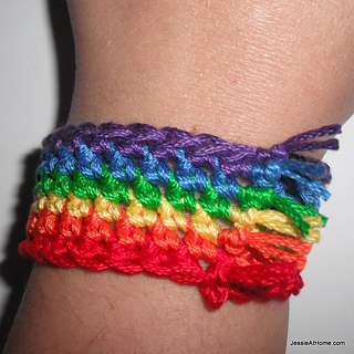 Simple-rainbow-bracelet-free-crochet-pattern_by_jessie-at-home_small2