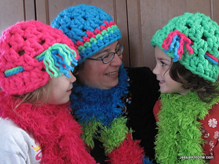 Super-bulky-liz-hat-free-crochet-pattern_small2