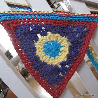 Free-crochet-pattern-circle-to-triangle_small2