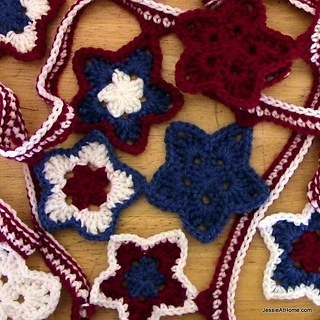 Free-crochet-stars-and-stripes-bunting_small2