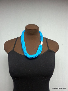 Blue-simple-chain-stitch-necklace_small2