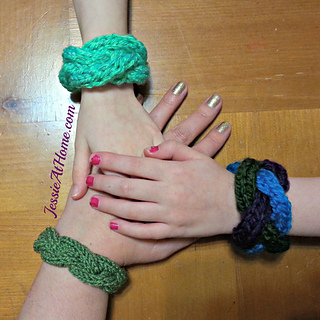 Braided-cable-bracelet-by-jessie-at-home-free-knit-pattern_small2