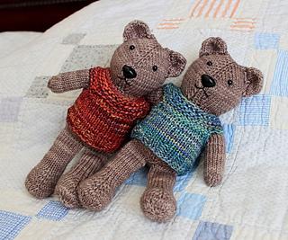 Bearslyingonquilt_small2