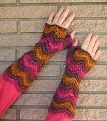 Hummingbird_duchess_mitts_1_small