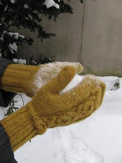 Cherie-mittens-snowball_small2