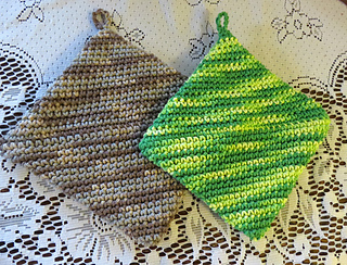 Img_4748_folded_pot_holders_mon_06apr2015_small2