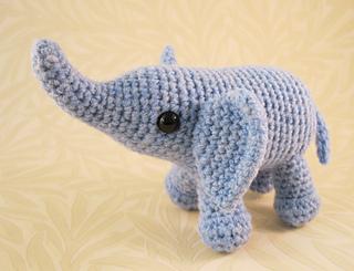 Baby_elephant_06_small2