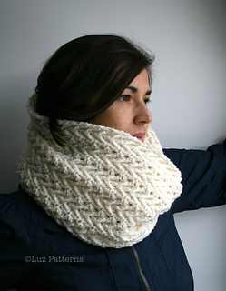 Cream_lace_cowl_118_2_small2