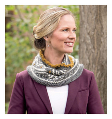 Scarf_style_2_-_nordic_cowl_beauty_shot_small
