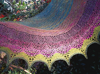 Iridescent_lily_shawl_10_small2