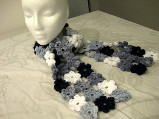 Puff_flower_scarf_-_blue_and_white_5_small2