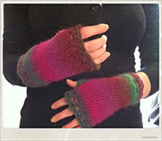 Pink_fingerless_gloves_of_love_small2