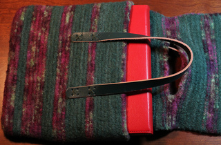 Small_green_bag_open_view_with_red_pad_small2