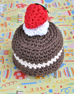 Crochetbdaycake_small2