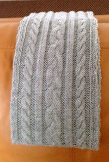 Cable_scarf_hanging_small2