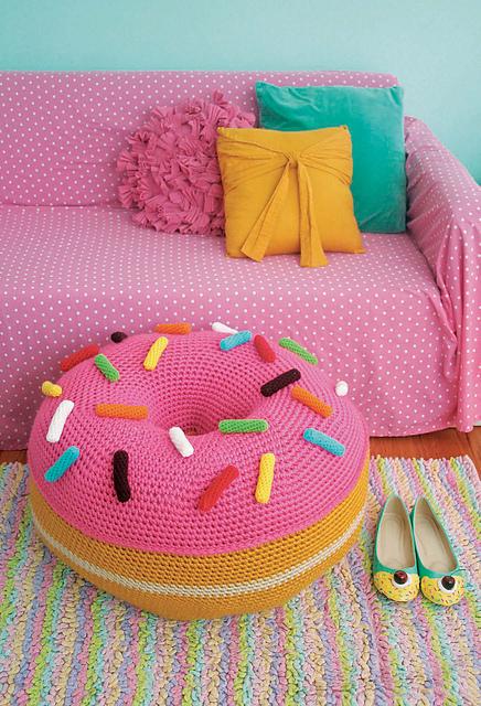 Giant Donut Floor Pouf par Twinkie Chan