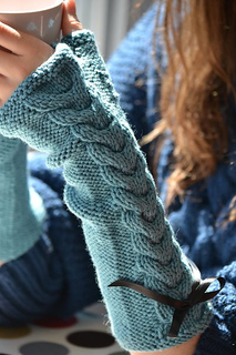 Cabled_armwarmers_for_blog_small2