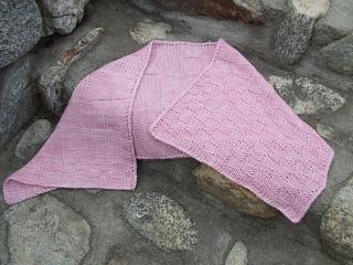 Pink_shawl_on_the_rocks__dscf0300_small2