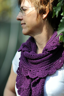 Purple_shawlette_draped_a_la_charlene_small2