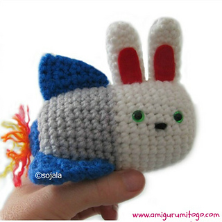 Bunny_rocket_hand_small2